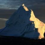 800px-Sunset_iceberg_3